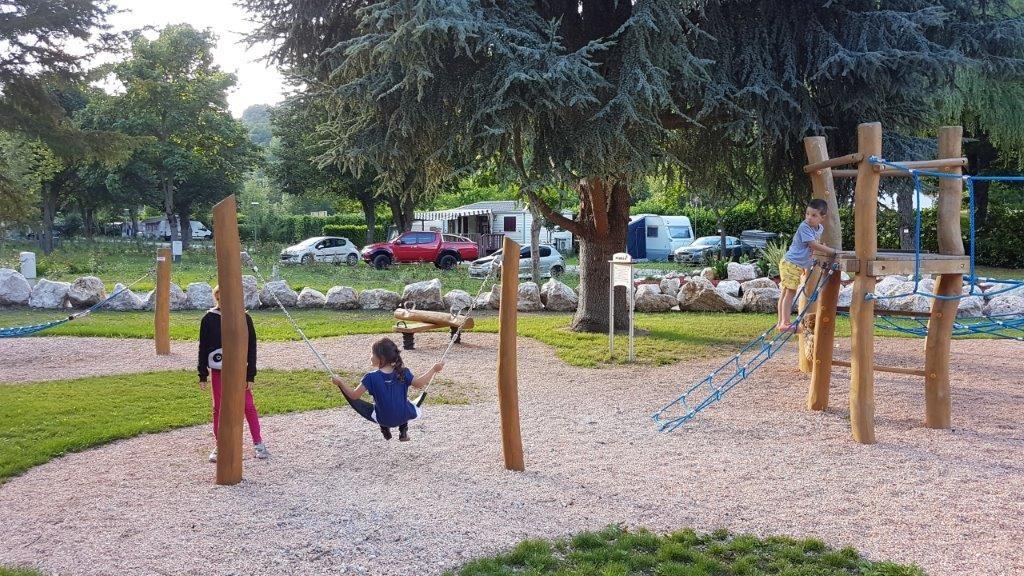 camping idéal pour famille avec aire de jeux en Ariège