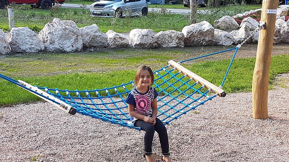 camping familial avec jeux pour enfants
