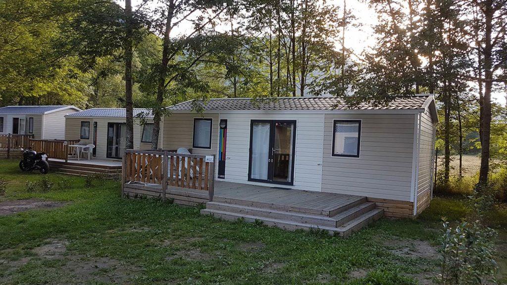 camping ouvert toute l'année à Ax les themes