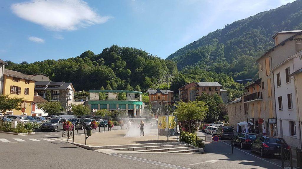 camping situé près des montagnes et de la station Ax 3 Domaines