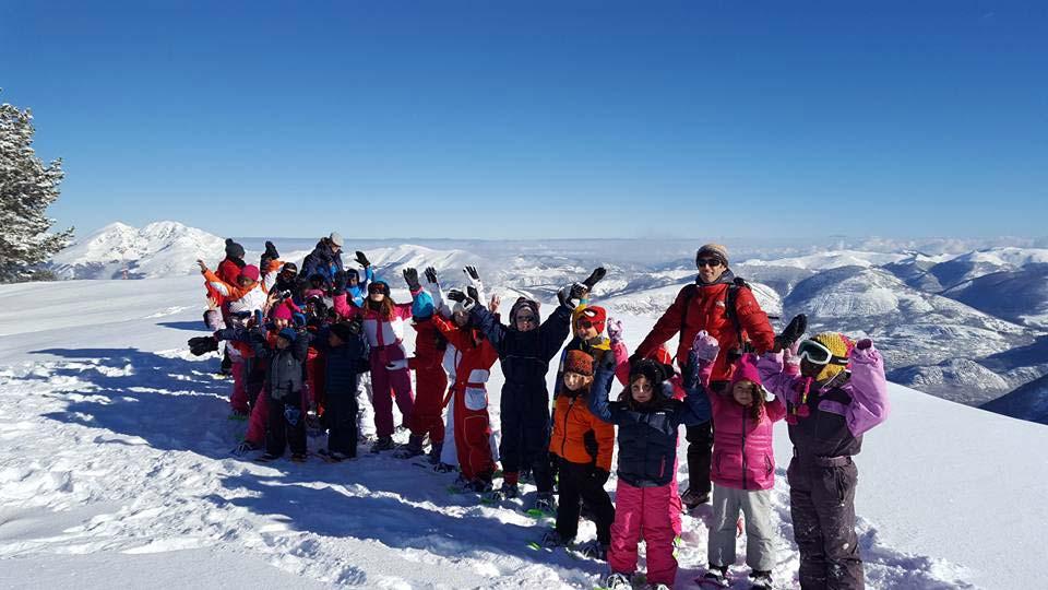 ecole de ski près du camping à la neige